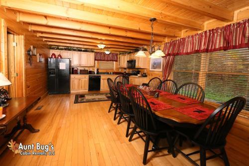 Absolutely Wonderful  304   Three Bedroom Cabin