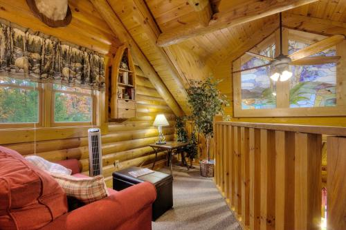 Lucky Logs  283   Two Bedroom Cabin