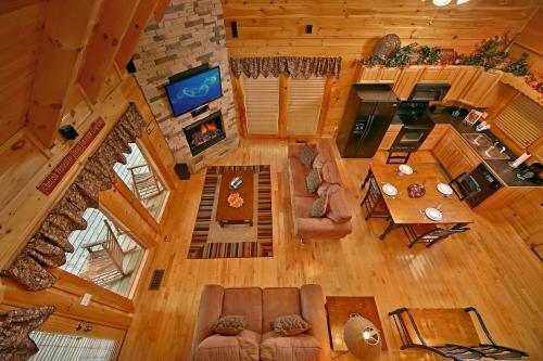 Bear Hug  275   Two Bedroom Cabin