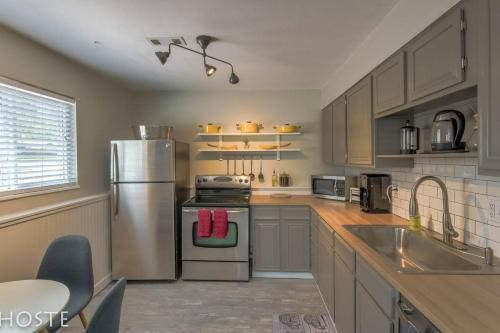 *H NEW!* 2BR Garden-level near Red Rocks Parks