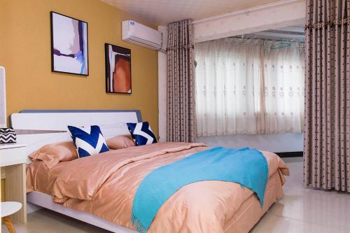 . Henan Kaifeng·Gulou Square· Locals Apartment 00137970