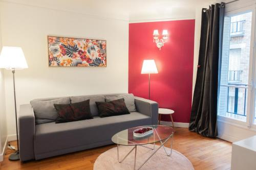 Charming Parisian Apartment Near The Eiffel Tower