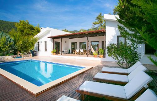 İslâmlar Islamlar Villa Sleeps 6 Pool Air Con WiFi