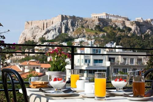 46 Mitropoleos Street, Athens, 10563, Greece.
