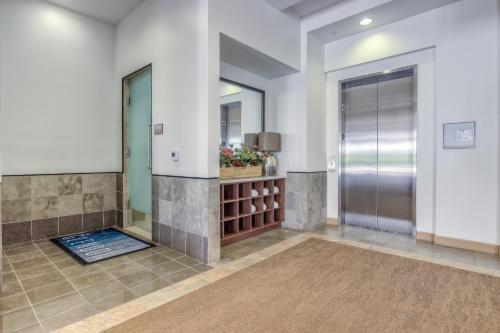 Glendon Westwood 4153-TH-R - Los Angeles, CA 90024