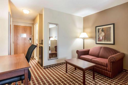 Quality Suites Paducah - Paducah, KY 42001