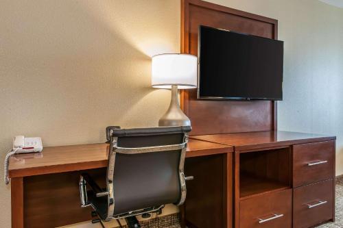 Comfort Suites Rensselaer - Rensselaer, IN 47978