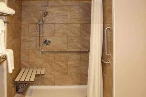 Rodeway Inn & Suites Stroudsburg - Poconos - Delaware Water Gap, PA 18327