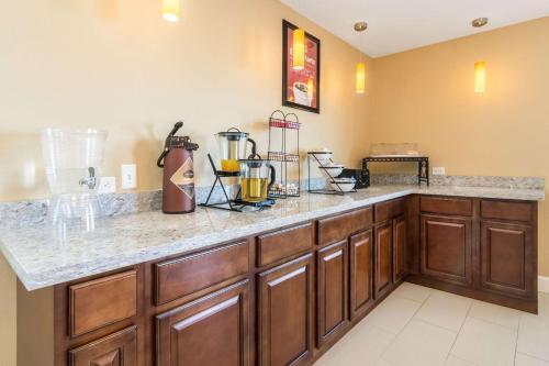 Econo Lodge Inn & Suites North Little Rock - North Little Rock, AR 72114