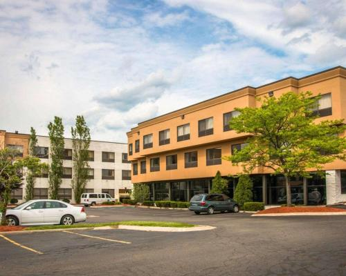 Quality Inn&Suites - Hotel - Waterford