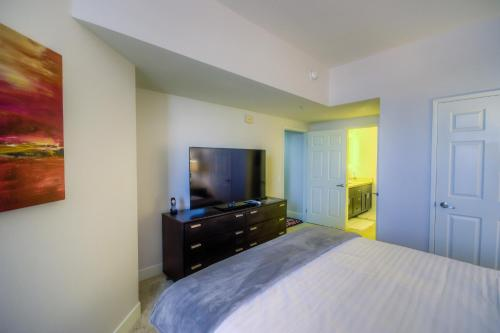 Wilshire Apartment 517 Main image 1