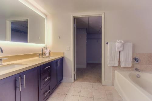Wilshire Apartment 316 Main image 1