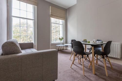 1BR Georgian Flat On A Peaceful Square, In Camberwell