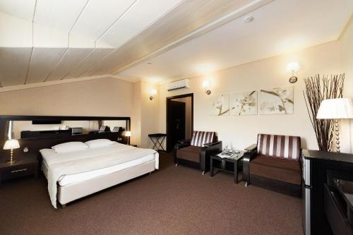 Parkoff Hotel - image 13