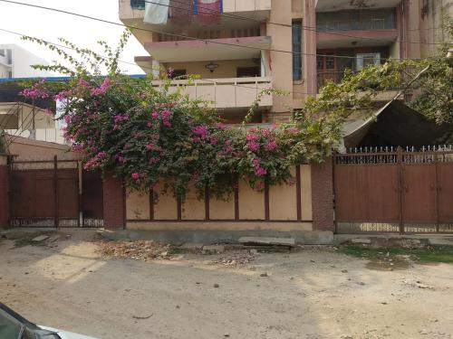 . 2 AC Rooms with Kitchen & Lounge near Ganges