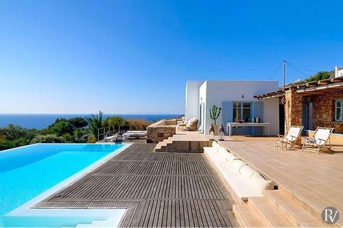 Foinikas Villa Sleeps 12 Pool