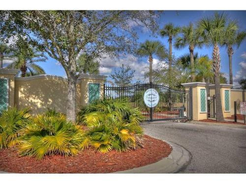 3 Bedroom 2.5 Bath Condo In Kissimmee Gated Resort