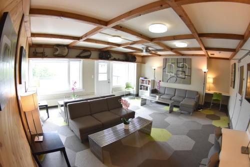 HI Calgary City Centre Hostels - Calgary, AB T2G 0J6