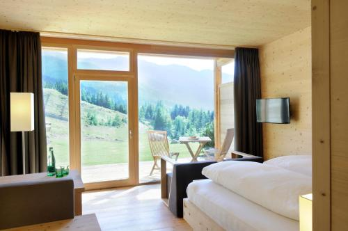 Deluxe Double room south view