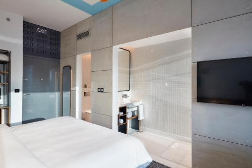 Фото отеля Studio One Hotel