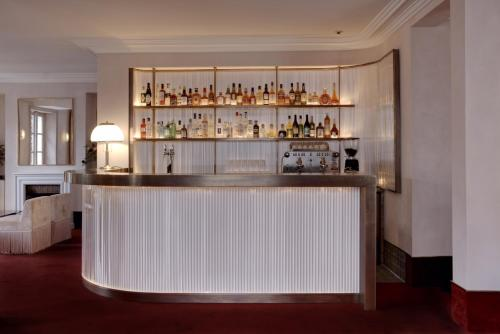 23 avenue Junot, Pavillon D, 75018 Paris, France.
