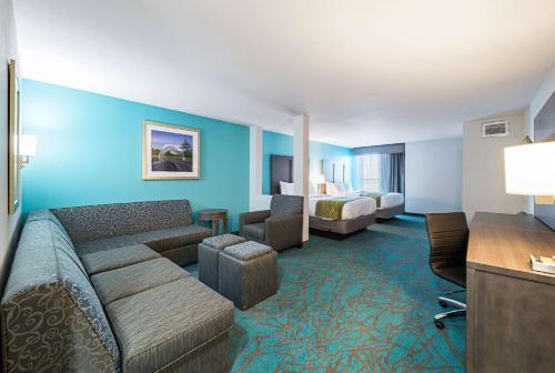 Comfort Inn & Suites - Oklahoma City, OK 73117