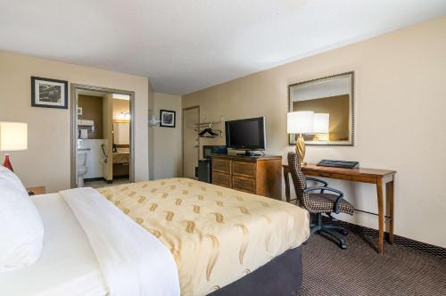 Quality Inn Shawnee - Shawnee, OK 74804