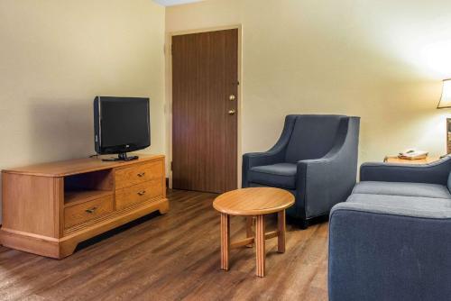 Quality Inn & Suites Johnstown - Johnstown, PA 15904