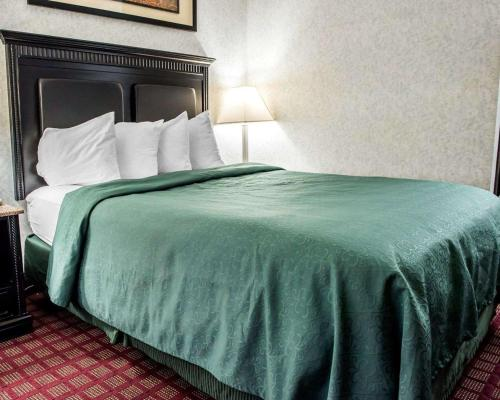 Quality Inn & Suites North Gibsonia - Gibsonia, PA 15044