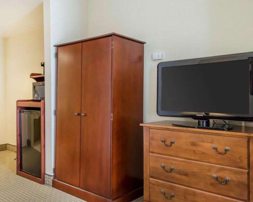 Comfort Inn & Suites York - York, PA 17406