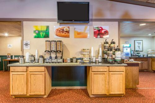 Quality Inn And Conference Center - Somerset, PA 15501