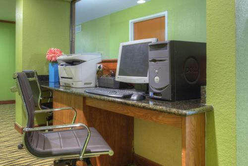 Quality Inn & Suites Chattanooga - East Ridge, TN 37412