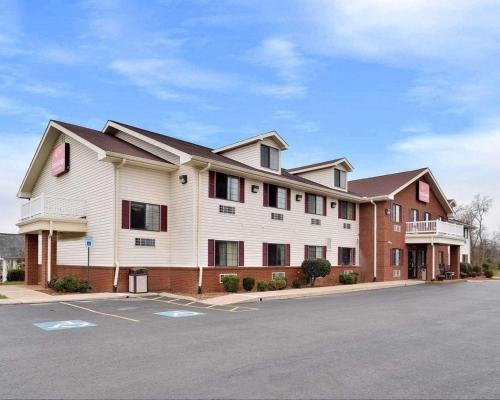 . Econo Lodge Inn & Suites Shelbyville