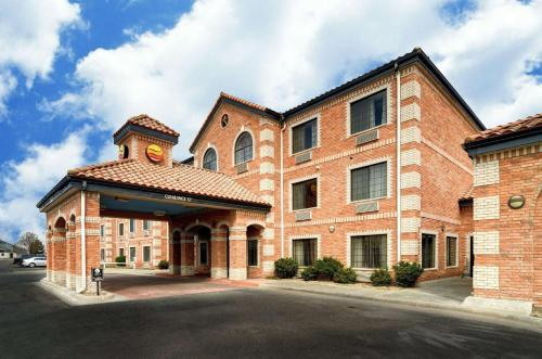 Comfort Inn and Suites Medical West