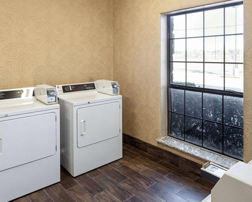 Comfort Inn Near Seaworld - San Antonio, TX 78245