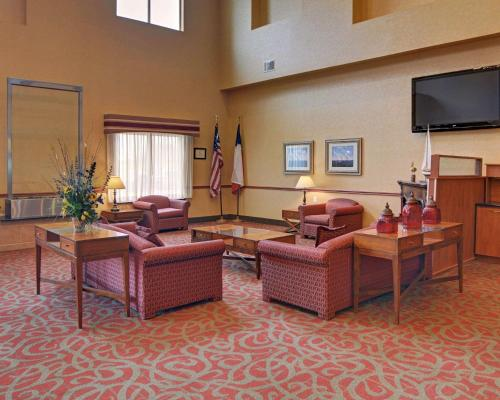 __{offers.Best_flights}__ Quality Suites Near Cedar Creek Lake