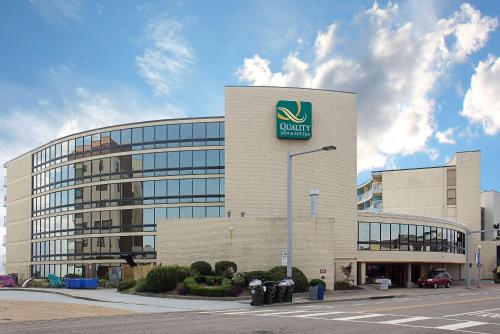 Top Hotel Deals Near Waterman S Surfside Grille Virginia Beach Quality Inn And Suites Oceanfront