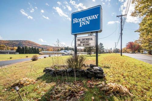 . Rodeway Inn - Bellows Falls