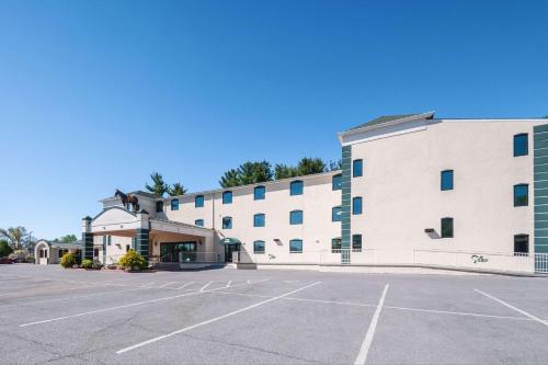 . Rodeway Inn and Suites
