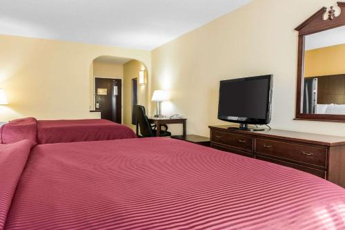 Clarion Inn And Suites Northwest - Indianapolis, IN 46278