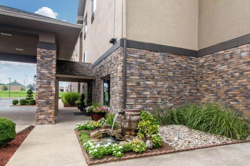 Comfort Suites Danville - Danville, KY 40422