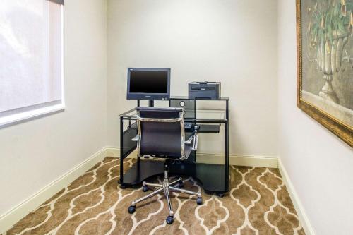 Quality Suites Corbin - Corbin, KY 40701