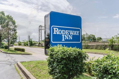 Rodeway Inn Louisville - Louisville, KY 40209