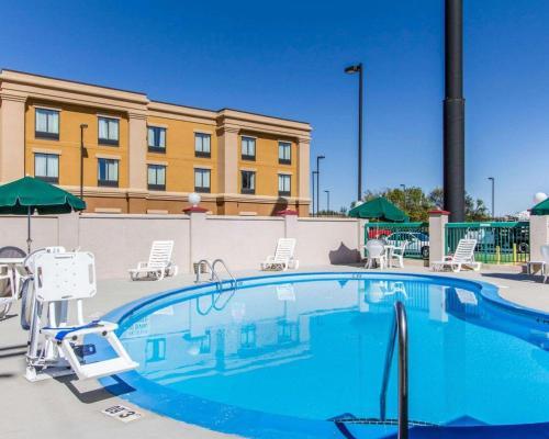 Quality Inn Fort Campbell - Oak Grove, KY 42262