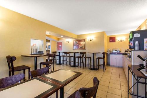 Quality Inn Glasgow - Glasgow, KY 42141