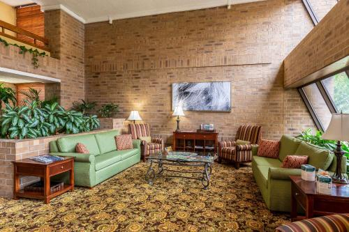 Clarion Inn And Suites - Tulsa, OK 74145