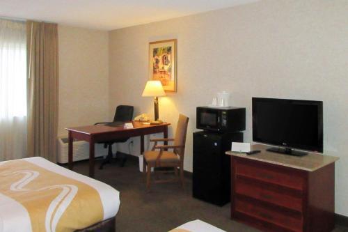 . Quality Inn & Suites Albuquerque Downtown University