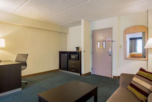 Quality Suites Atlanta Airport East - Forest Park, GA 30297