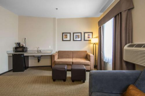 Comfort Suites Saskatoon - Saskatoon, SK S7R 1E3