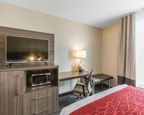 Comfort Inn & Suites Airport North - Calgary, AB T3J 0T3